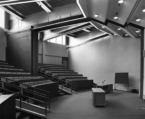 Auditoriotila Espoonlahden yhteiskoulussa.